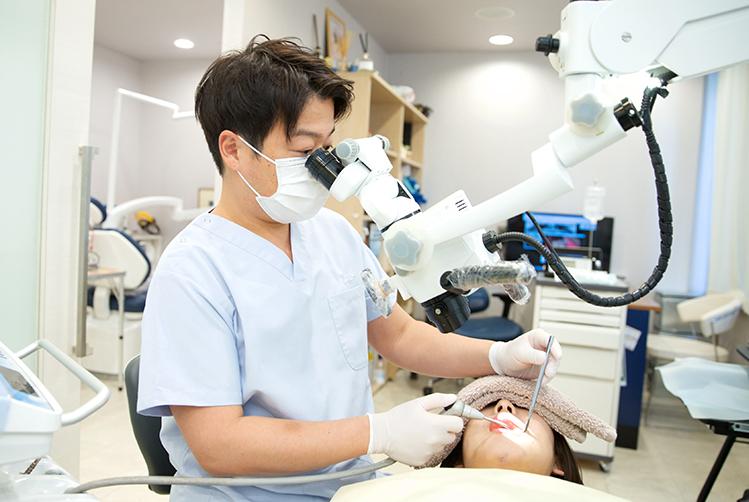 歯科用顕微鏡を用いた精密治療に対応