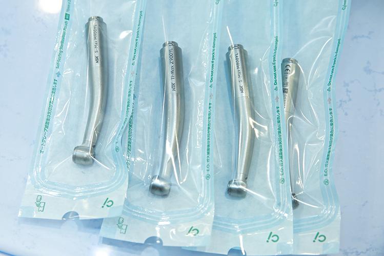医療器具は滅菌され厳重に保管されます。